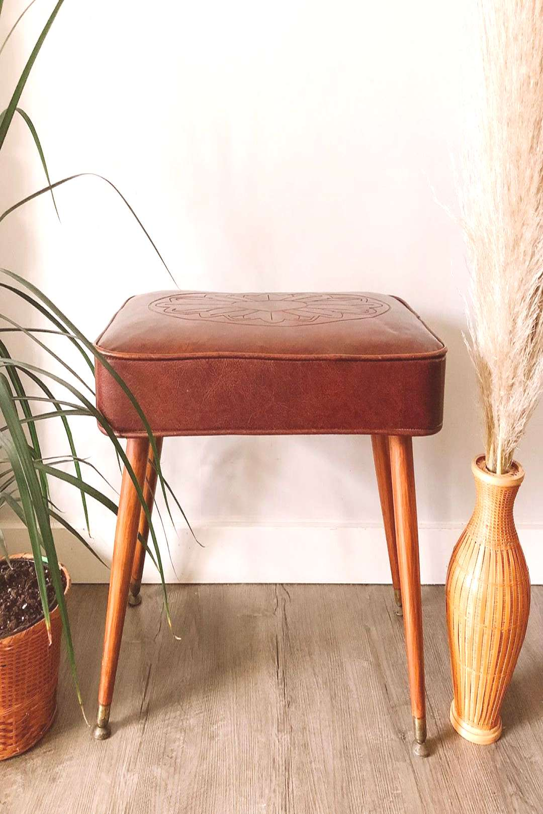 ️ mid century ️ vinyl stool with flower design. Vinyl is in m