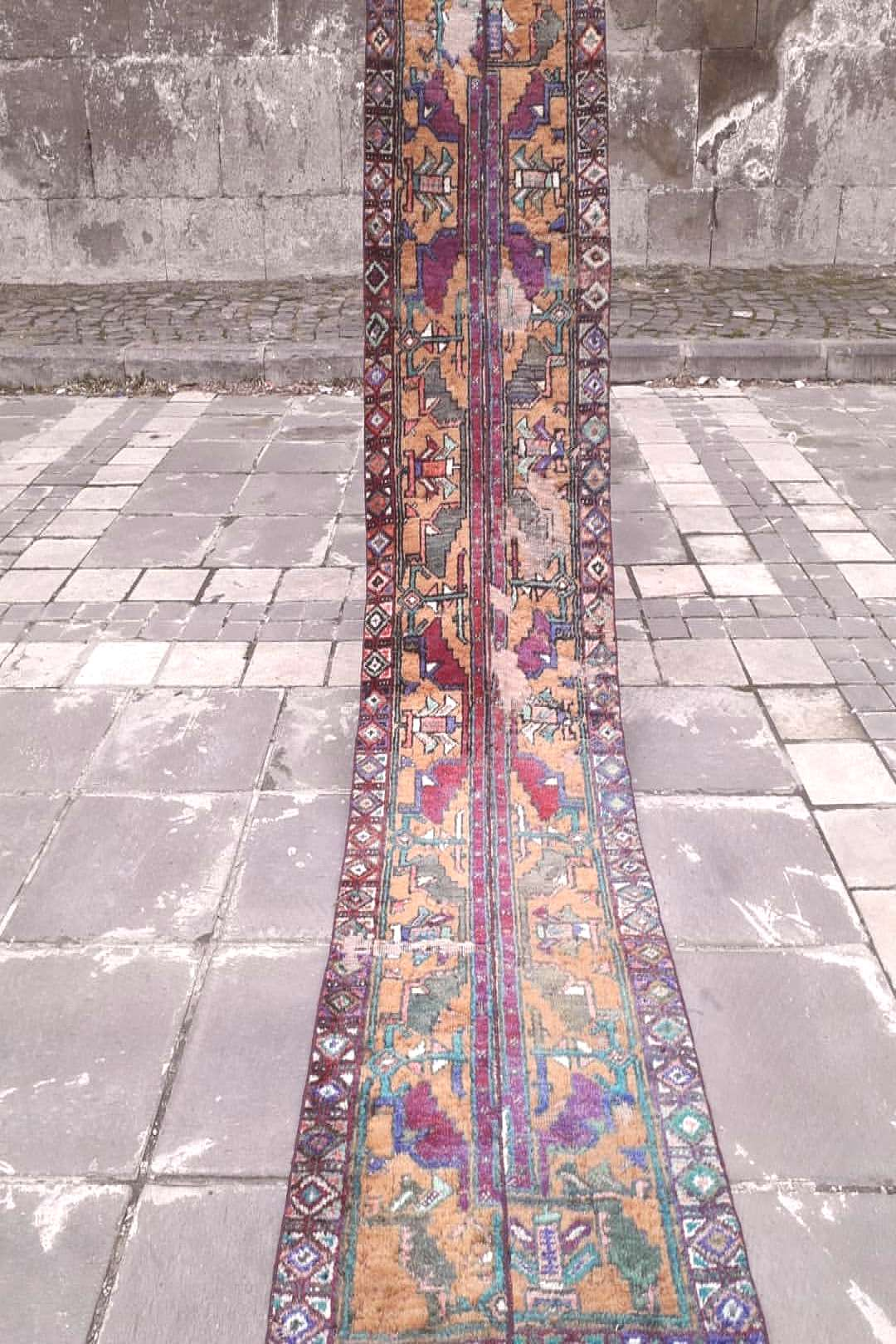 1.97 x 8.14 %100 wool 1950s Turkish hallway rug. Runner corri