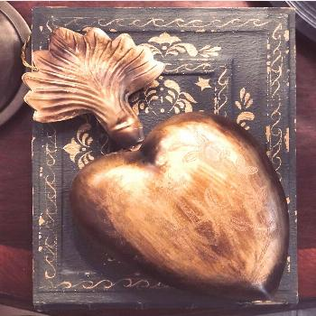 ️ How beautiful are these tin sacred hearts? They open up as se