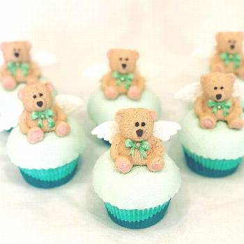 And we have the cute little angel teddy ???? bear cupcakes to mat