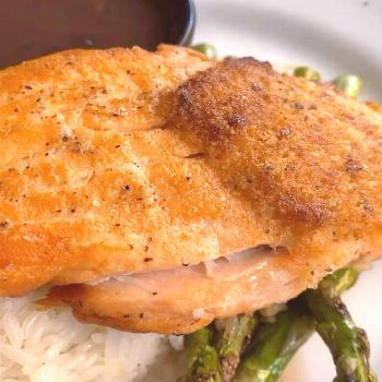Crusted salmon with asparagus, white rice and black beans with a