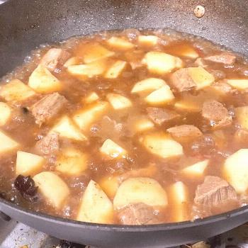 Look at the awesome potato beef stew my wife made! #homecooking #