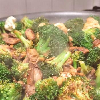 TO MY BEAUTIFUL VEGAN COMMUNITY, THIS ONE IS FOR YOU, BROCCOLI, C