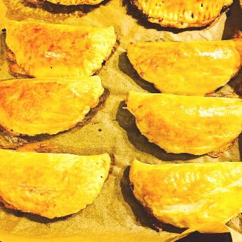 Why go for sandwiches if you can also eat empanadas? You can easi