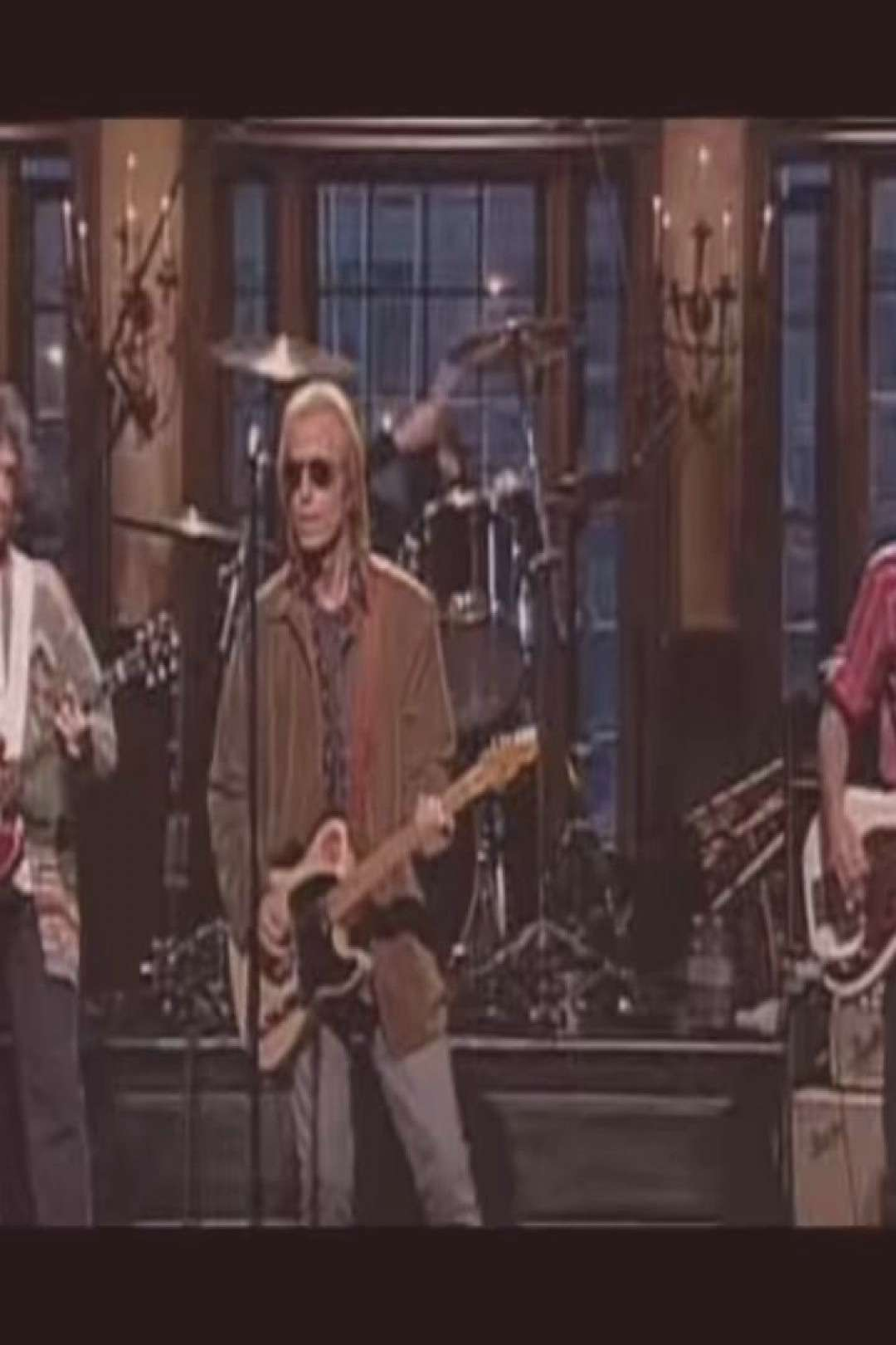 Back when Dave Grohl played with the Heartbreakers in SNL! . Kill