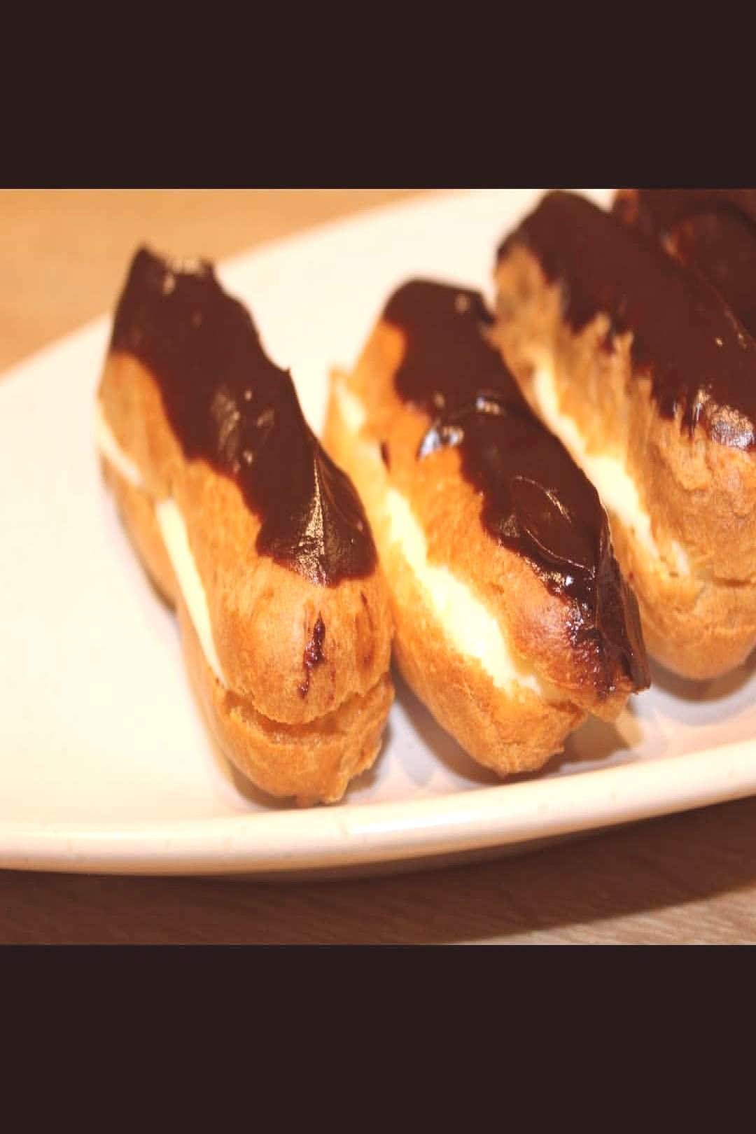 Eclairs with vanillacream and chocolate ganache The recipe is fro