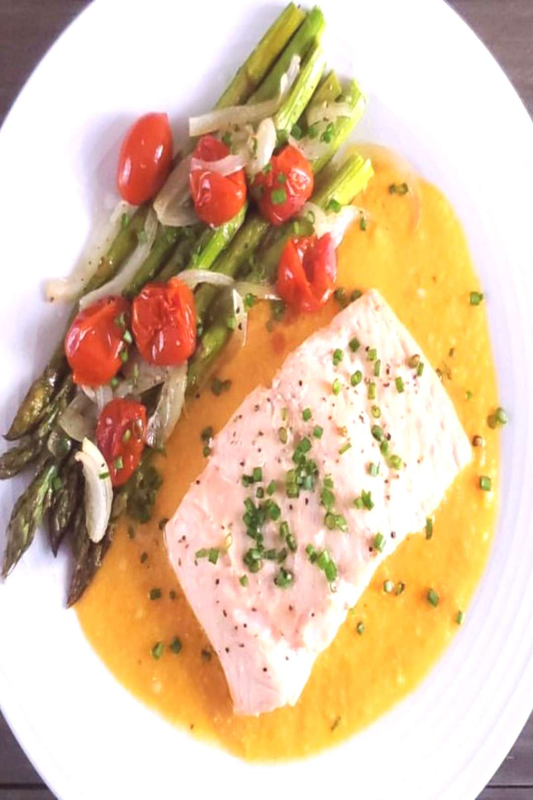 One-Pan Salmon with roasted garlic sauce! Not interested in Salmo