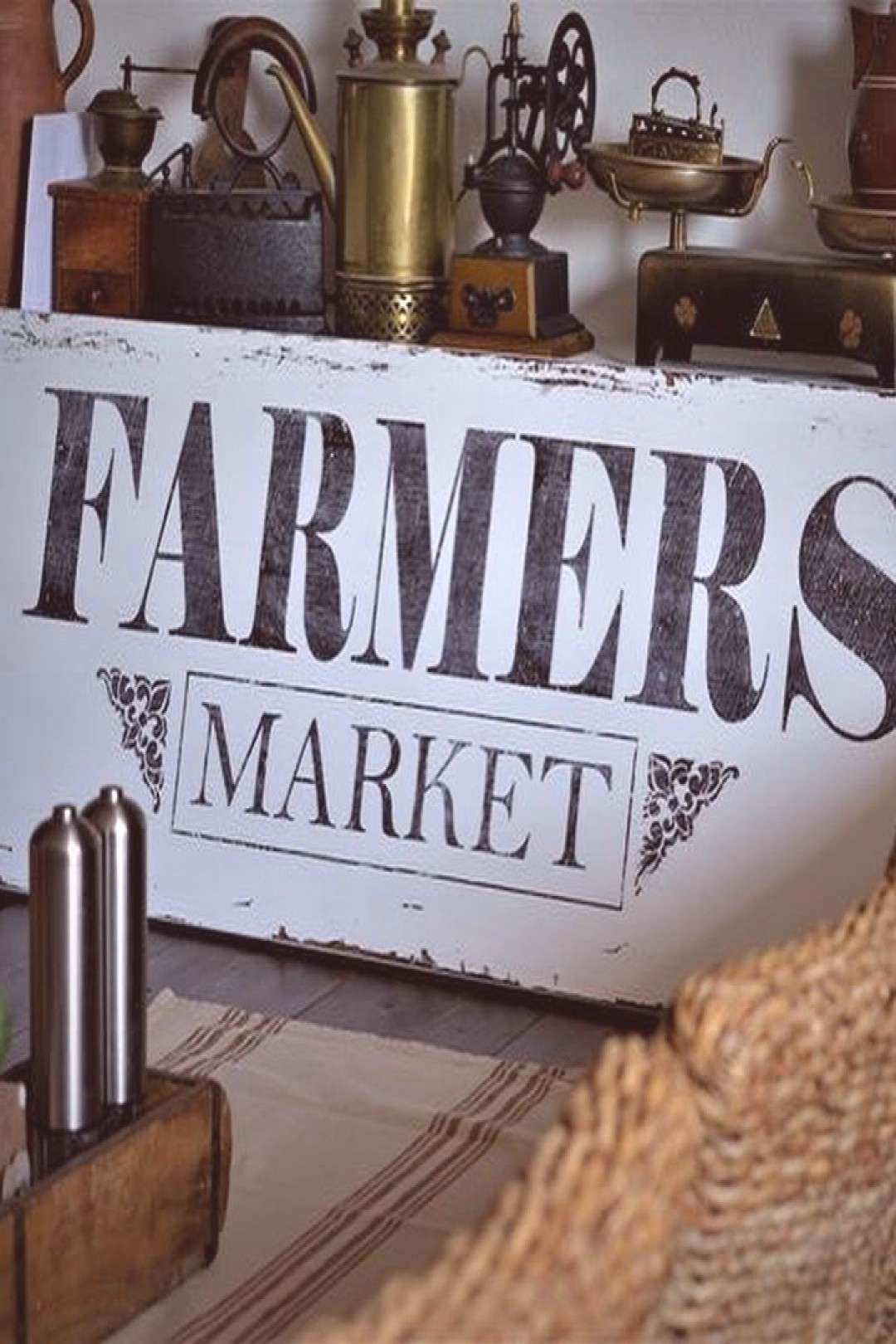 text that says FARMERS MARKET